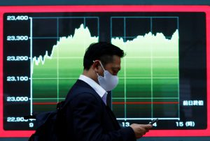 Asia's Traders Cautious as Growth, Covid and Inflation Fears Grip