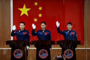China news digest: Stock market woes, Taikonauts, building boom