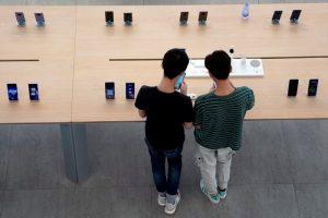 China Smartphone Shipments Leap 30% Despite Chips Crisis