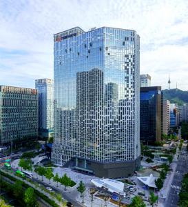 Korea's Hanwha Invests in Satellite Pioneer OneWeb: FT