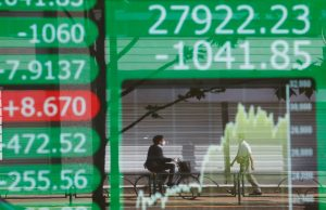 Asian Stocks Cling to Gains as Fed Taper Worries Ease