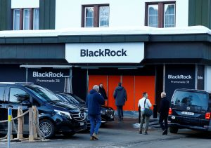 BlackRock Returns to China Equities Despite Rout
