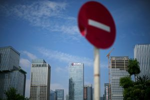 Evergrande Shares Surge on Bank Sale as Payment Deadline Looms